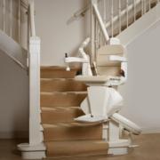 ESCALEV - Spécialiste du monte-escalier à Nantes, La Roche sur Yon et Angers - Produits sur-mesure, qui s'adaptent à toutes les architectures d'escaliers et au design de votre habitat.
