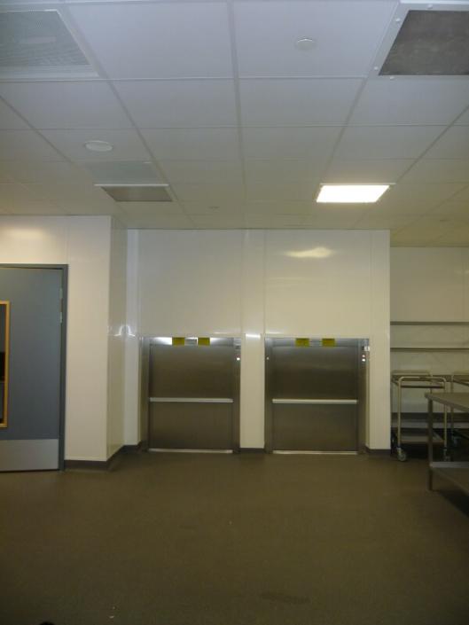 ESCALEV - Spécialiste des monte-charges, monte-palettes pour restaurant, collectivités, usine à Nantes, La Roche sur Yon et Angers - Produits sur-mesure, qui s'adaptent à toutes les architectures d'escaliers et au design de votre habitat.