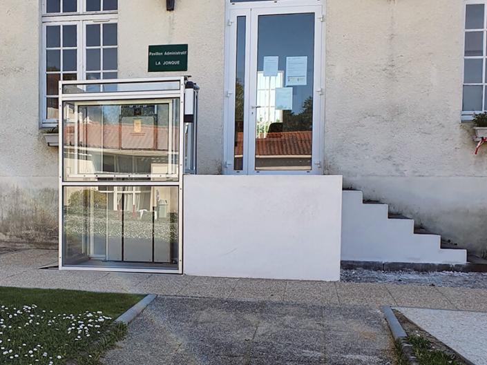 ESCALEV - Spécialiste de la plateforme élévatrice à Nantes, La Roche sur Yon et Angers - Nous vous proposons différents produits qui contribueront au confort et à la sécurité de vos locaux professionnels.